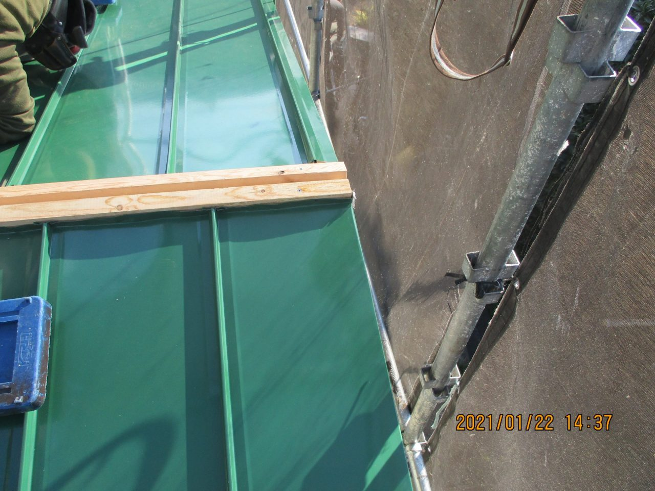 屋根材及び貫板施工