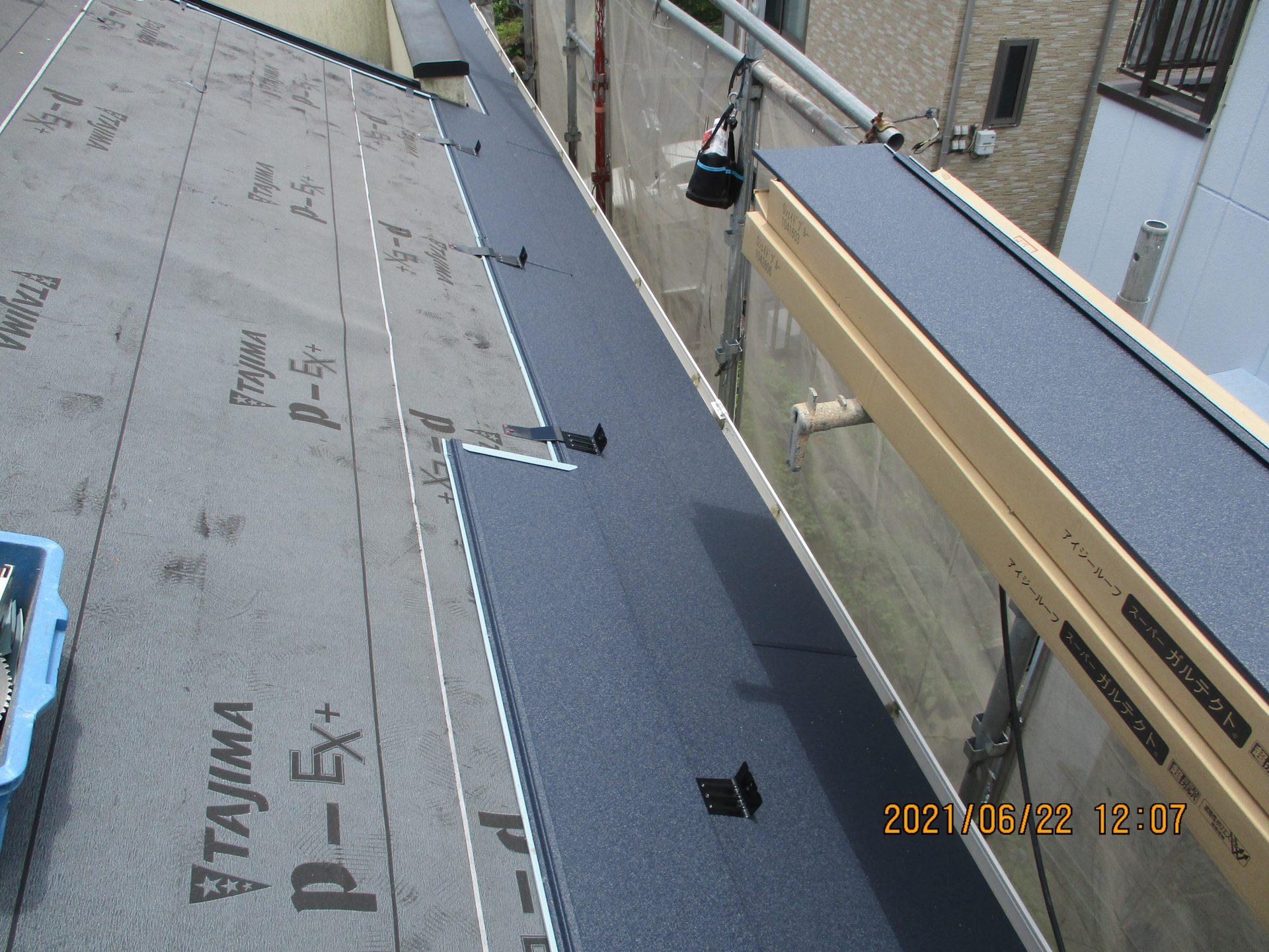 屋根材及び雪止め施工